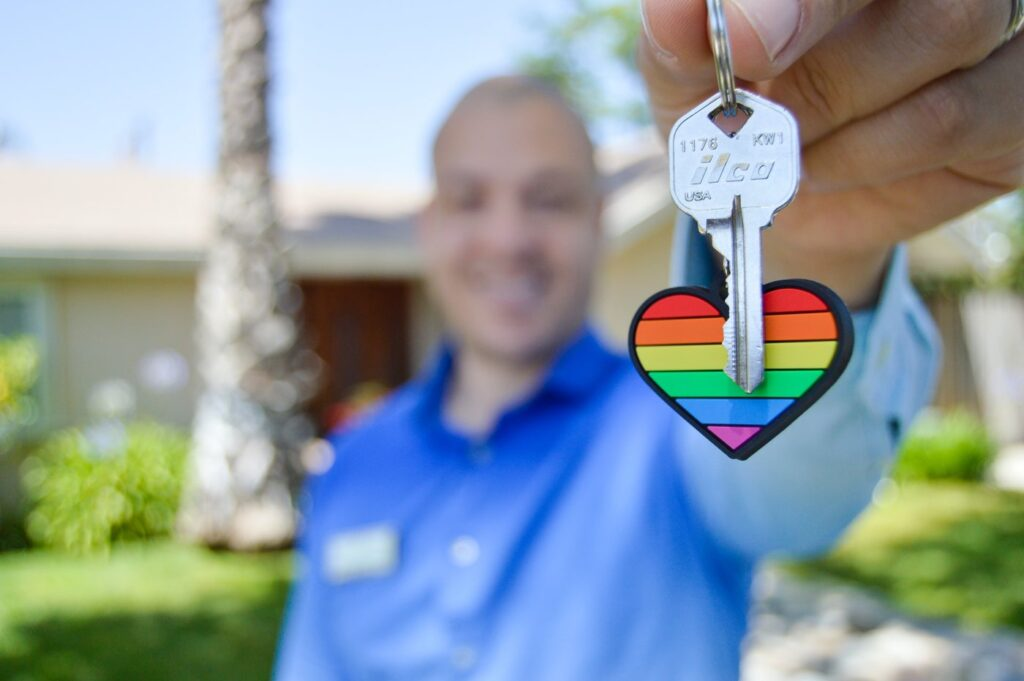 realtor with key and heart keychain - how to find a green real estate agent