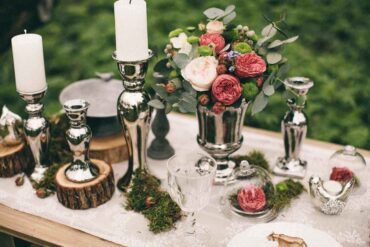 table centerpiece with log trivets - natural home decor with trees and logs