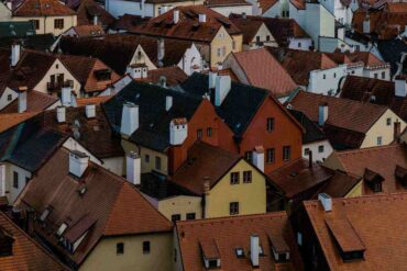 rooftops of houses - how to tell if your house roof needs replacement right away